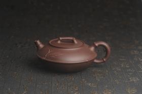 紫砂壶图片:美壶特惠 精致紫泥竹扁壶 茶人醉爱 - 美壶网