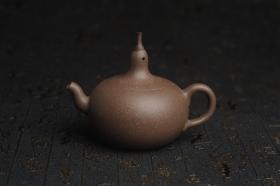 紫砂壶图片:美壶特惠 精致青段大肚茄子壶 茶人醉爱 - 美壶网