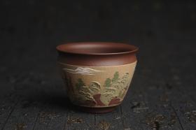 紫砂壶图片:美杯特惠 精致泥绘山水主人杯 茶人醉爱 - 美壶网