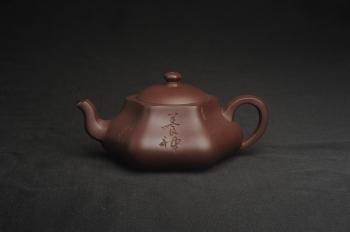 紫砂壶图片:美壶特惠 精致老紫泥六方福缘壶 茶人醉爱 - 宜兴紫砂壶网